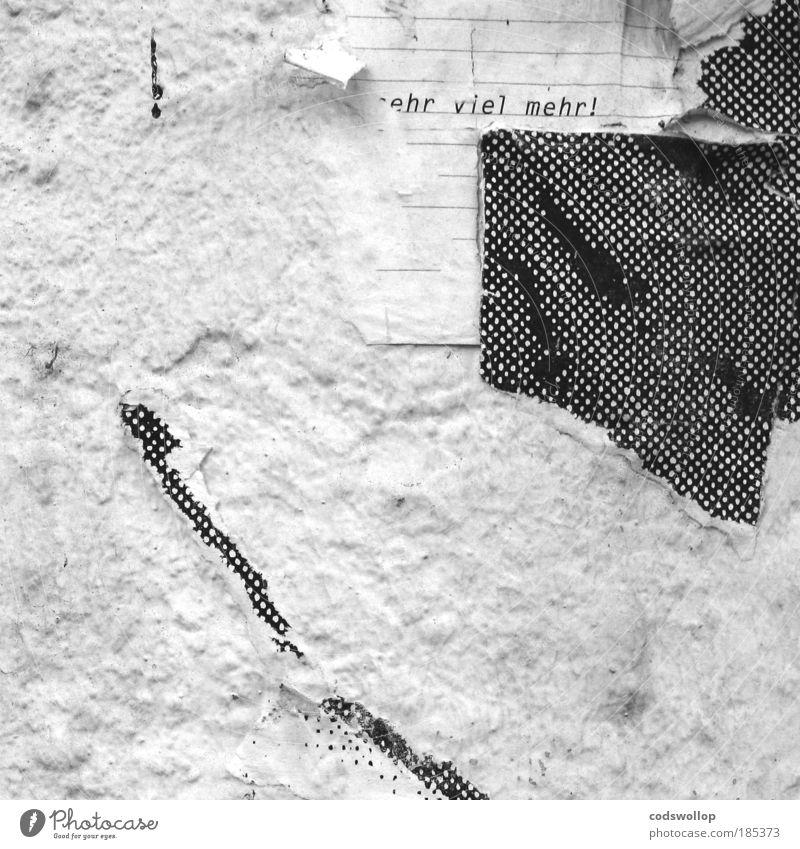 ehr viel mehr Mauer Wand schwarz weiß Kommunizieren Raster Schriftzeichen Poster Information Buchstaben Drucktechnik Schwarzweißfoto Detailaufnahme Tag