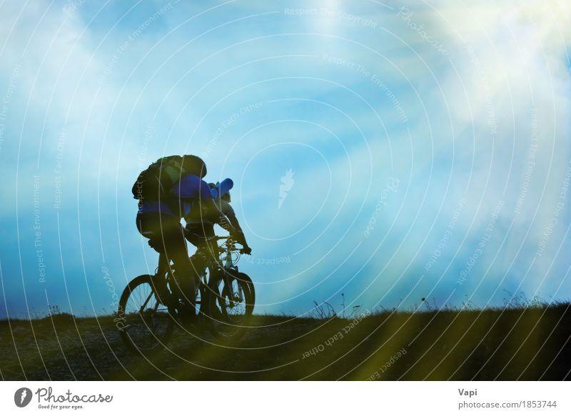 Schattenbild der Paare auf Fahrrädern Mensch Frau Himmel Natur Ferien & Urlaub & Reisen Jugendliche Mann blau Sommer Junge Frau weiß Sonne Junger Mann Wolken