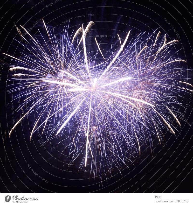 Blaues buntes Feuerwerk Himmel blau Weihnachten & Advent Farbe weiß Freude dunkel schwarz gelb Kunst Feste & Feiern Party orange hell violett neu