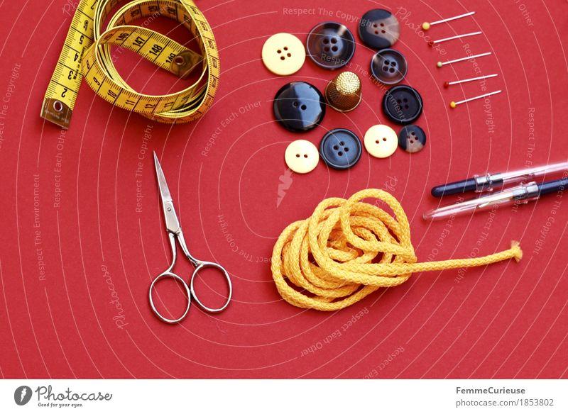 Nähen_1853802 rot gelb Mode braun Design Freizeit & Hobby Kreativität Bekleidung Schnur Stillleben machen Knöpfe Schere messen Stecknadel
