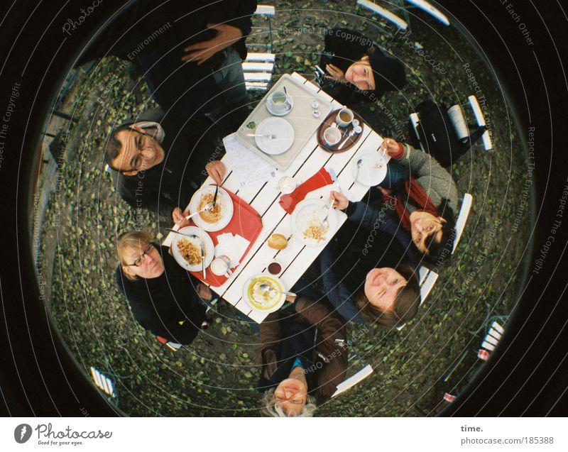Usertreffen - immer eine runde Sache Ernährung Lomografie Freundschaft Zusammensein Speise Tisch Konzepte & Themen Backwaren Kuchen Gesellschaft (Soziologie) Teller Wohlgefühl gemütlich Gabel Vogelperspektive Möbel