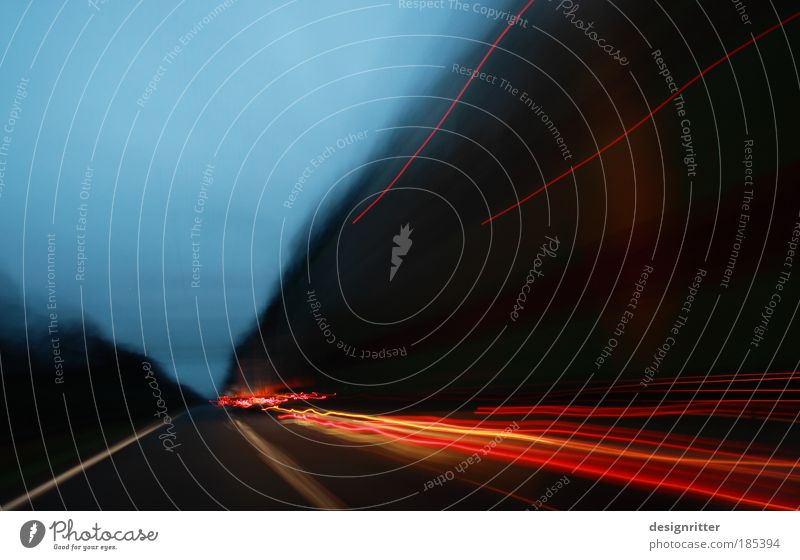 Traffic Ferien & Urlaub & Reisen dunkel Straße PKW hell Reisefotografie Angst Verkehr Geschwindigkeit Ausflug gefährlich Hoffnung fahren Güterverkehr & Logistik Unendlichkeit Autobahn