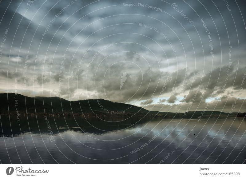 Vor dem Sturm Himmel Wasser Wolken Haus kalt Landschaft Berge u. Gebirge Luft Stimmung See Wetter Horizont Angst frisch Klima Urelemente