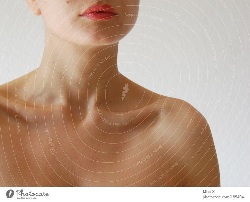 dreht ihn um dann haben wirs hinter uns! Mensch Jugendliche schön Erwachsene Gesicht feminin Erotik Kopf Mund Haut ästhetisch rein 18-30 Jahre dünn Kosmetik