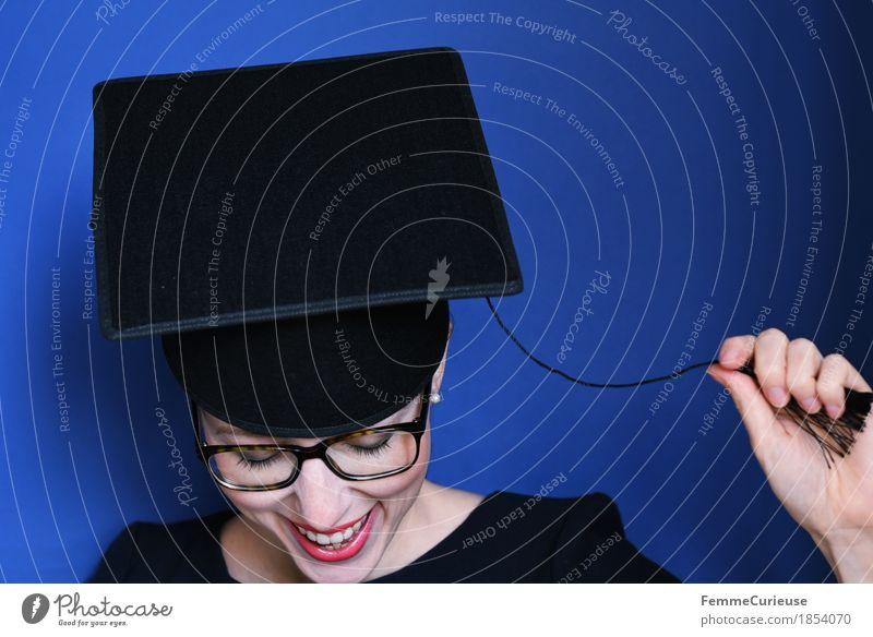 Graduierung_1854070 Mensch Frau Jugendliche blau Junge Frau Freude 18-30 Jahre schwarz Erwachsene feminin lachen Glück Feste & Feiern Erfolg Studium Brille