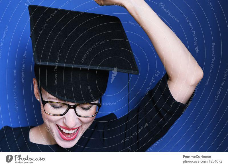 Graduierung_1854072 Mensch Frau Jugendliche blau Junge Frau 18-30 Jahre schwarz Erwachsene Glück Feste & Feiern Erfolg Arme Fröhlichkeit Studium Brille Ziel