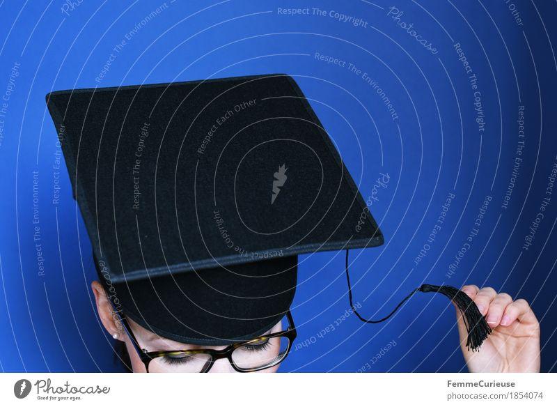 Graduierung_1854074 Mensch Frau Jugendliche Junge Frau 18-30 Jahre schwarz Erwachsene feminin Feste & Feiern Kopf Erfolg Studium Zeichen Brille Ziel Verstand