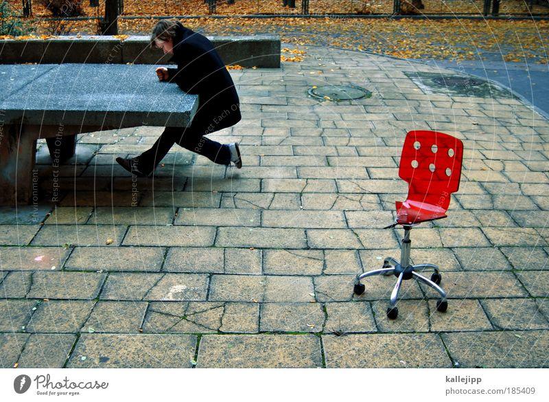 loosing ground Mensch Mann rot Blatt Erwachsene Herbst sitzen maskulin Studium Tisch Lifestyle kaputt Schulgebäude Stuhl Bildung Student