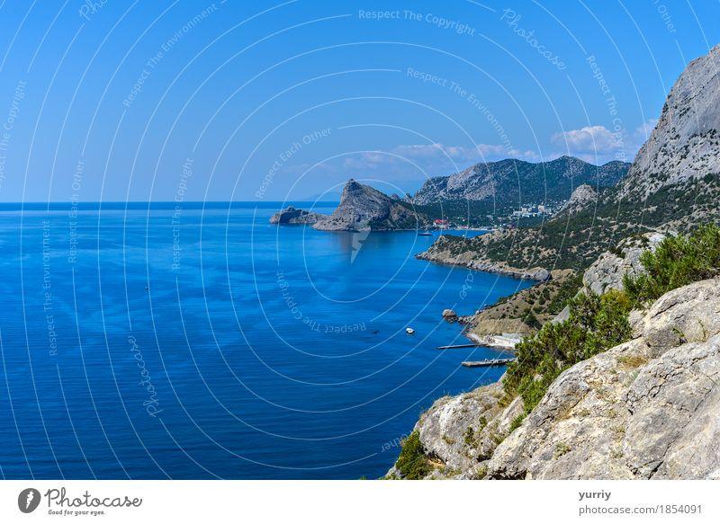 Die bergige Küste schön Ferien & Urlaub & Reisen Tourismus Sommer Strand Meer Berge u. Gebirge Natur Landschaft Wasser Himmel Schönes Wetter Felsen Stein blau