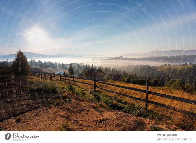 Himmel Natur Ferien & Urlaub & Reisen blau weiß Sonne Landschaft Wolken Haus Ferne Wald Berge u. Gebirge Herbst Tourismus Wetter Nebel