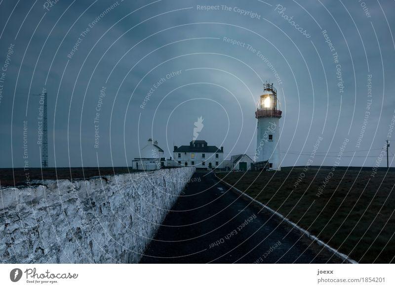Loop Head Himmel Wolken Nebel Republik Irland Haus Leuchtturm Mauer Wand Sehenswürdigkeit leuchten alt dunkel hoch blau grau schwarz weiß Schutz Sicherheit