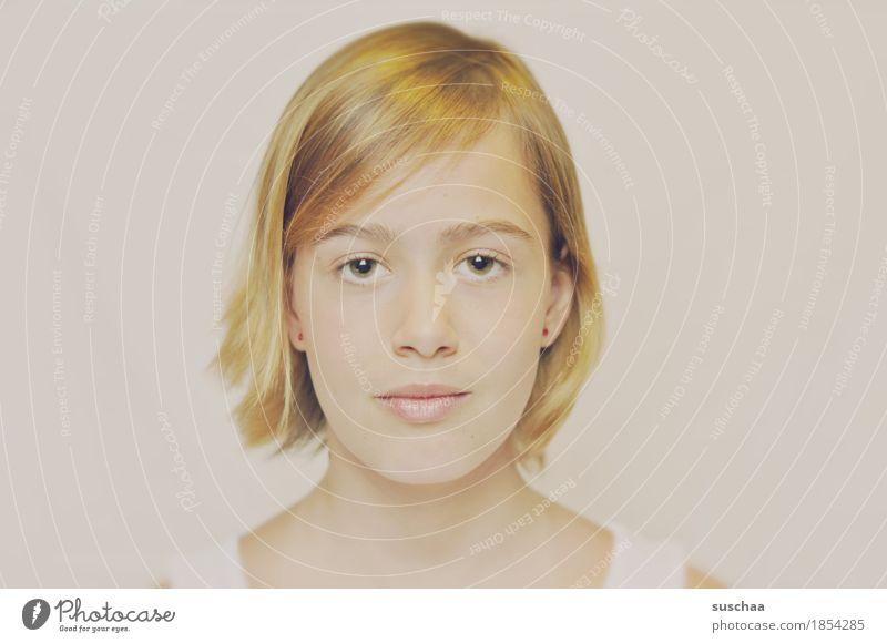 passbild Gesicht Kopf Passbild ausweisfoto Auge Nase Mund Jugendliche Junge Frau Mädchen Haare & Frisuren blond halblang sommerliches licht
