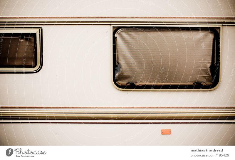 RALLEYSTREIFEN alt Ferien & Urlaub & Reisen dunkel Fenster Freiheit Wohnung Fassade dreckig Tourismus Häusliches Leben Streifen KFZ Camping Osten Straßenverkehr