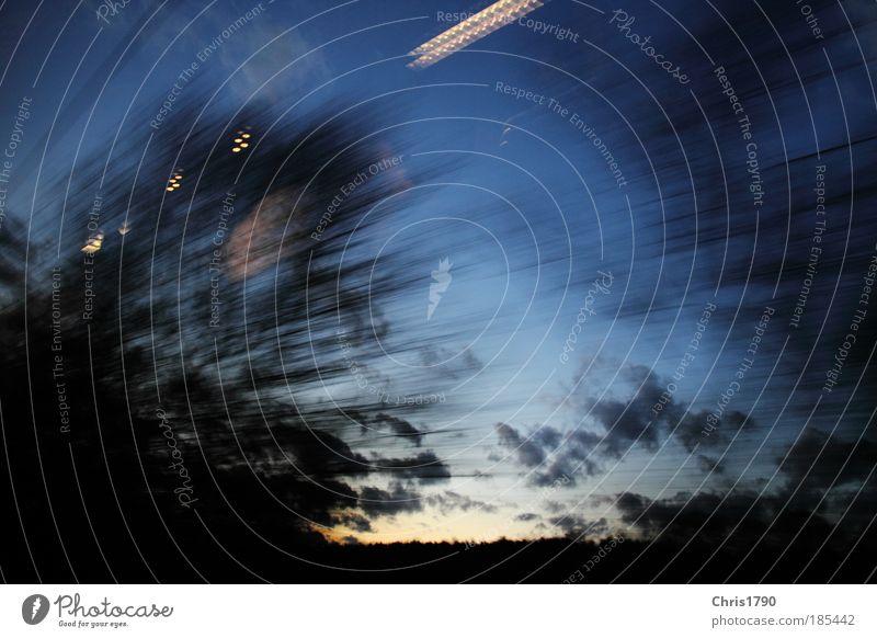 Zugfahren bei Abenddämmerung Himmel blau Ferien & Urlaub & Reisen schwarz Wolken Bewegung Freiheit Landschaft Eisenbahn Verkehr Zukunft Tourismus Dienstleistungsgewerbe Stress Reflexion & Spiegelung beweglich