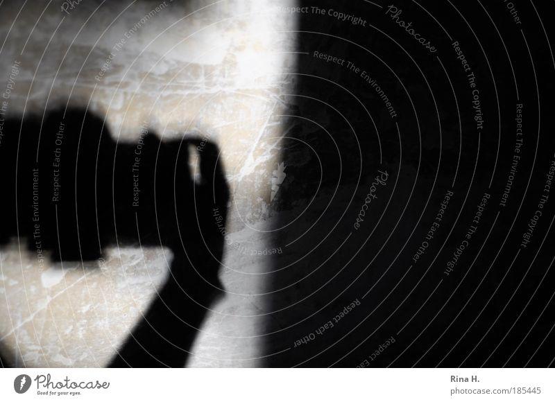 Paparazzo - Paparazza ? Mensch schwarz dunkel Bewegung Kunst warten Fotografie Schilder & Markierungen gefährlich authentisch bedrohlich beobachten Neugier Zeitung Gemälde Stress