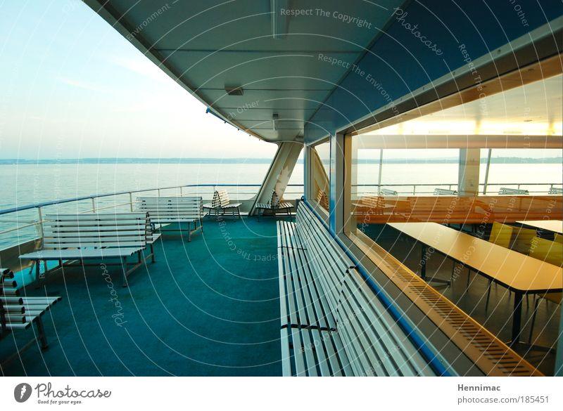 Leerfahrt. Wasser schön grün blau Ferien & Urlaub & Reisen ruhig Einsamkeit Ferne Stil Fenster See Wasserfahrzeug Stimmung braun Architektur Design