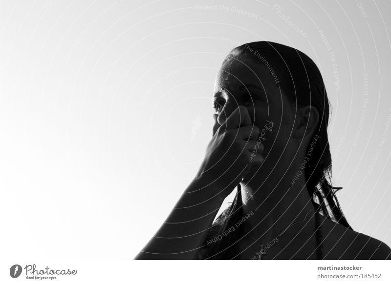 nass. feminin Junge Frau Jugendliche Kopf Haare & Frisuren Gesicht Hand Finger 1 Mensch Luft Wasser Wassertropfen Himmel Sommer Schönes Wetter Bikini Halskette