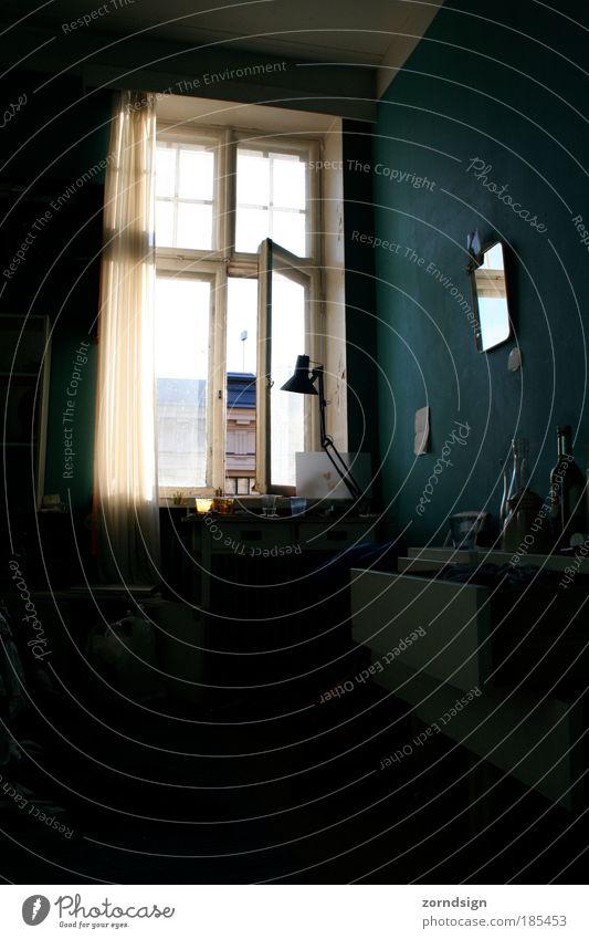 Room Wohnung Raum Spiegel träumen warten blau Fenster Helsinki Finnland Farbfoto Innenaufnahme Menschenleer Morgen Zentralperspektive Tag