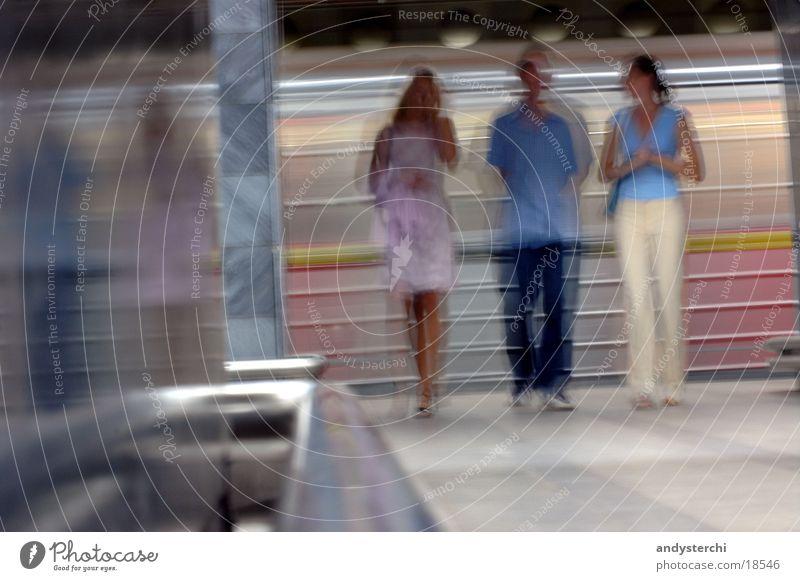 Speeeed....! U-Bahn Eisenbahn Mensch Geschwindigkeit Menschengruppe laufen