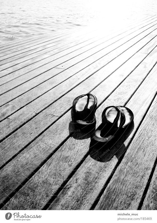 Walking shoes Ferien & Urlaub & Reisen Sommer Wasser Meer Küste Holz gehen Tourismus Europa Schönes Wetter Pause Spanien Hafen Mittelmeer Hafenstadt Barcelona
