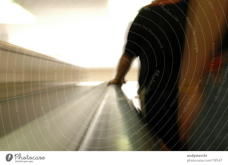 Stairway To Heaven Mensch Arme Treppe T-Shirt festhalten U-Bahn Prag Rolltreppe