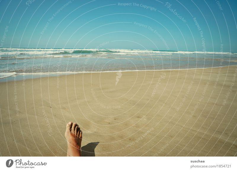 allein Mensch Himmel Ferien & Urlaub & Reisen Sommer Wasser Sonne Meer Einsamkeit Strand Fuß Sand einzeln