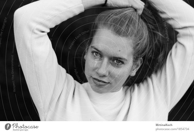 ich bleib kapitän. Mensch feminin Junge Frau Jugendliche Erwachsene Kopf Haare & Frisuren 1 13-18 Jahre 18-30 Jahre Freude Glück Zufriedenheit selbstbewußt