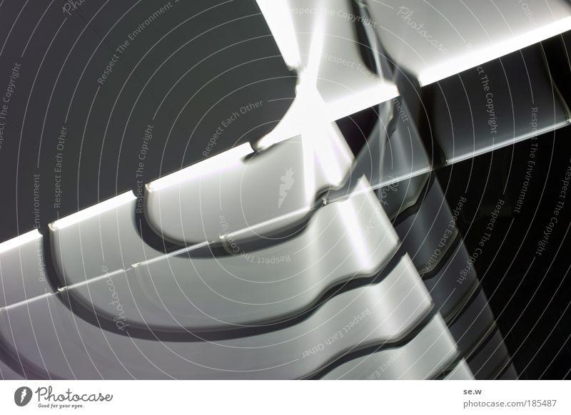 Was für ein Foto! weiß schwarz Lampe dunkel grau Energie verrückt Geschwindigkeit Zeichen skurril bizarr eckig Inspiration Leuchtstoffröhre