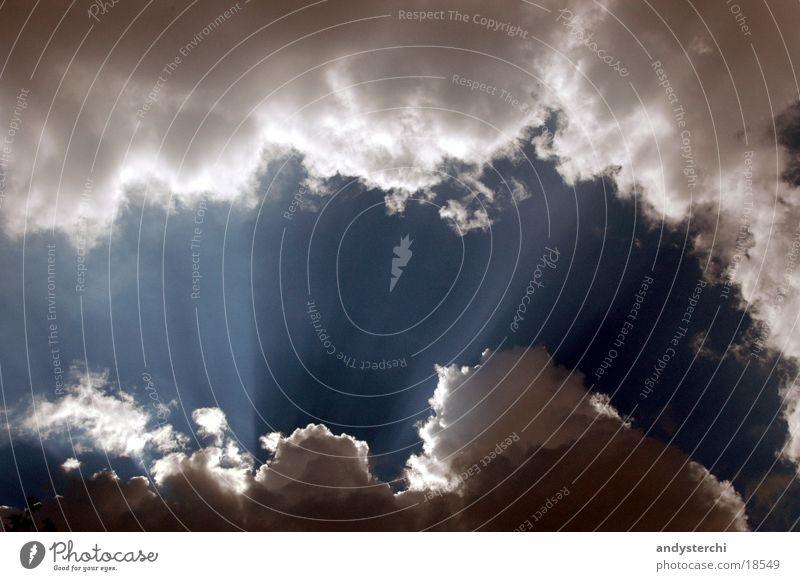 Himmel über Erden Sonne blau Wolken Beleuchtung schlechtes Wetter