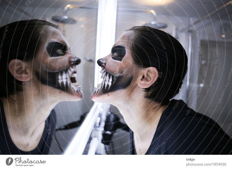 Zähne zeigen Lifestyle Freizeit & Hobby Spiegel Bad Karneval Halloween Frau Erwachsene Leben Gesicht 1 Mensch Theaterschminke Schädel Grimasse Maske schreien