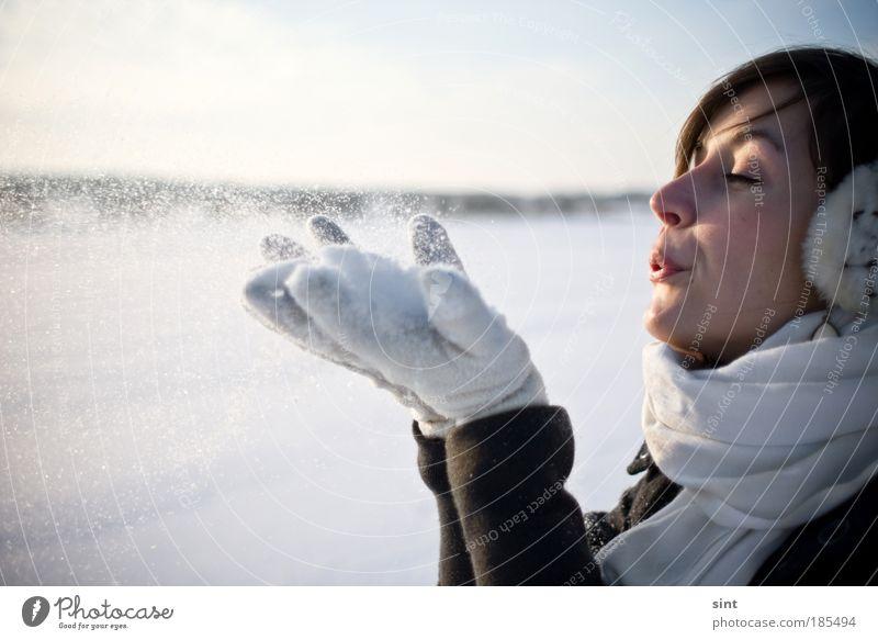 pustekuchen Frau Natur Jugendliche schön weiß Erholung ruhig Winter Erwachsene 18-30 Jahre kalt Schnee feminin Mensch Glück Gesicht