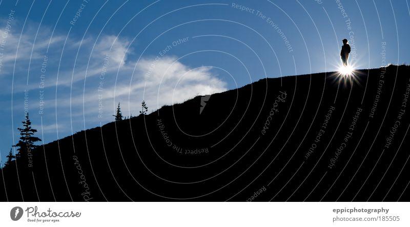 Scherenschnitt Wanderer Abenteuer Sonne Berge u. Gebirge wandern Mensch 1 Natur Landschaft Wolken Sonnenlicht genießen Fröhlichkeit blau Stimmung Freude Glück