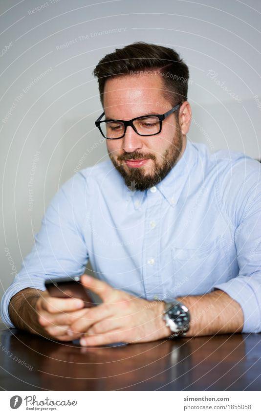 Handysucht Mensch Freude sprechen Lifestyle Stil Glück Business maskulin Häusliches Leben Zufriedenheit Kommunizieren Technik & Technologie Erfolg Telekommunikation Zukunft Sicherheit