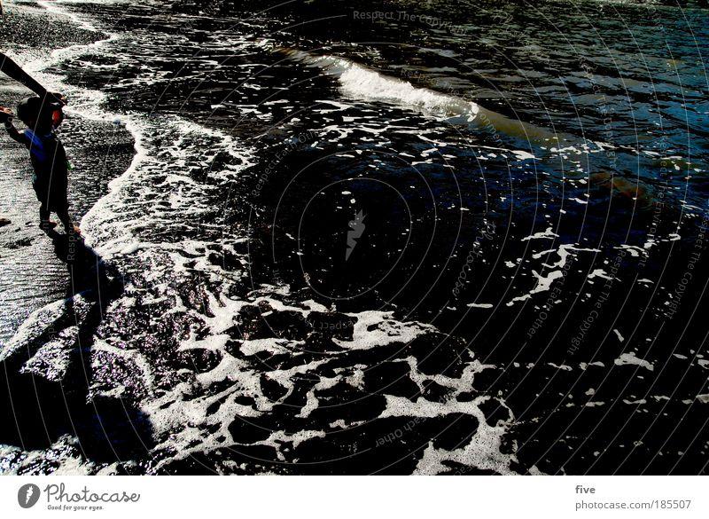 one Mensch Kind Baby Kleinkind Familie & Verwandtschaft Sand Wasser Wellen Strand Bucht Meer gehen laufen Blick stehen Stimmung Freude Teneriffa Spanien