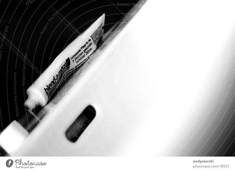 Zähne putzen weiß verrückt Sauberkeit Dinge London London Underground Gully Keramik Zahncreme