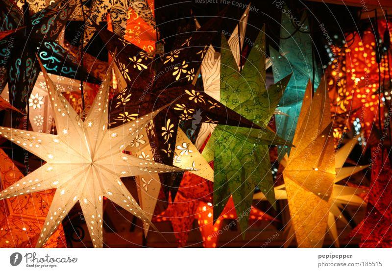 Sternenhimmel Kunstwerk Accessoire Gold hängen exotisch glänzend schön stachelig mehrfarbig gelb rot Nahaufnahme Menschenleer Licht Reflexion & Spiegelung