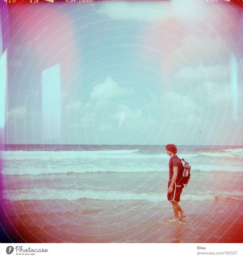 Wellengefühl Lomografie Meer Strand Ferien & Urlaub & Reisen Wolken rosa maskulin Natur Spaziergang Holga gehen Fleck Doppelbelichtung Barfuß Rucksack