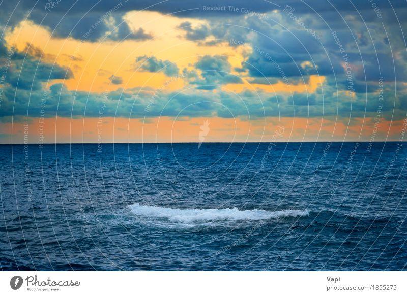 Große Welle und bunter Sonnenuntergang über dem Meer Himmel Natur Ferien & Urlaub & Reisen blau Farbe Sommer Wasser weiß Landschaft rot Wolken Umwelt gelb