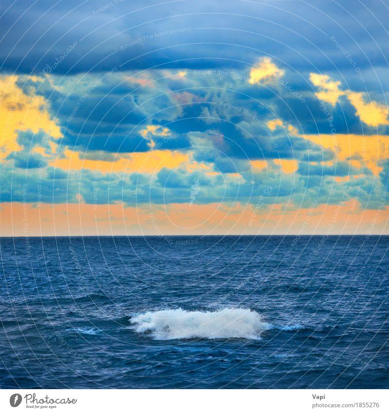 Große Welle und bunter Sonnenuntergang über dem Meer Himmel Natur Ferien & Urlaub & Reisen blau Farbe Sommer schön Wasser weiß Landschaft rot Erholung Wolken