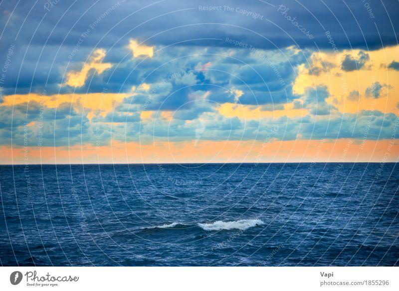 Große Welle und bunter Sonnenuntergang über dem Meer Himmel Natur Ferien & Urlaub & Reisen blau Farbe Sommer Wasser weiß Landschaft rot Wolken Umwelt gelb See