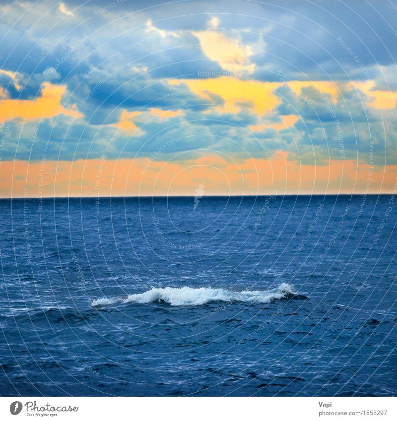 Große Welle und bunter Sonnenuntergang über dem Meer Himmel Natur Ferien & Urlaub & Reisen blau Farbe Sommer weiß Landschaft rot Wolken Umwelt gelb orange