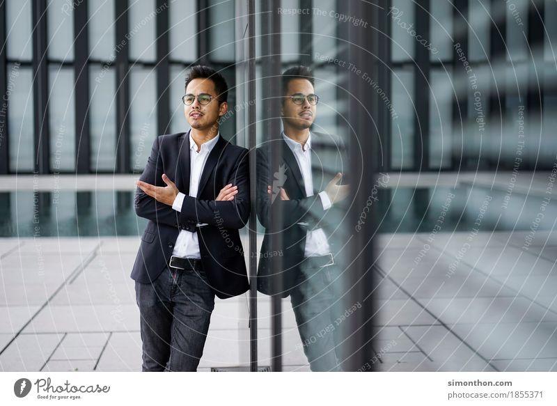 Business maskulin 1 Mensch Arbeit & Erwerbstätigkeit sprechen selbstbewußt Coolness Optimismus Erfolg Kraft Willensstärke Macht Verantwortung Freundlichkeit