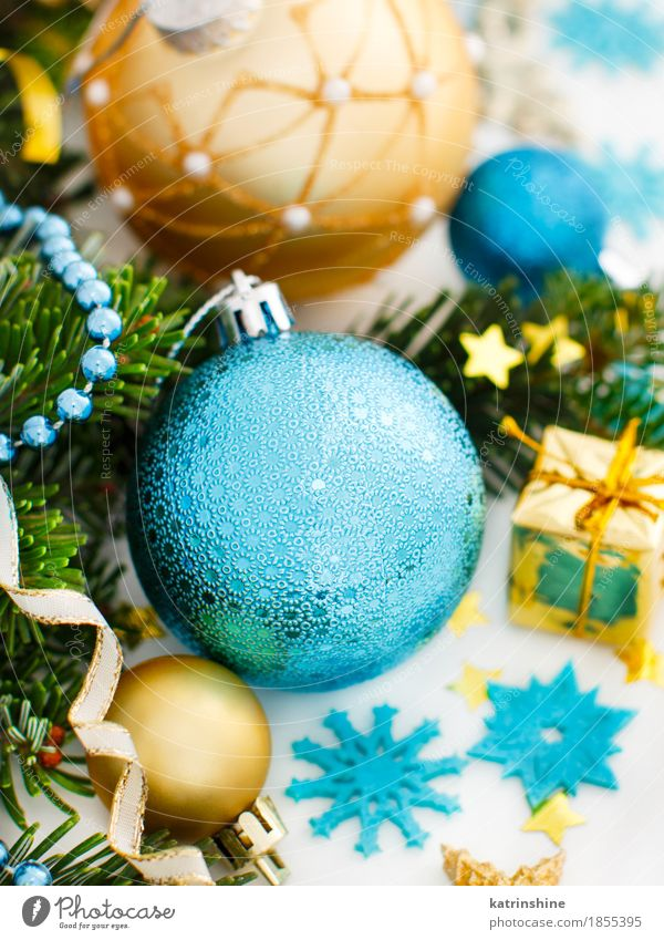 Türkis und goldene Weihnachtsverzierungsgrenze Winter Dekoration & Verzierung Weihnachten & Advent Silvester u. Neujahr Baum Ornament Kugel Schnur hell blau