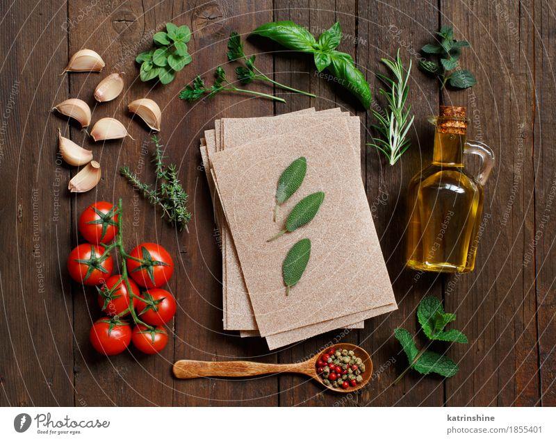 Vollkorn Lasagne Blätter, Gemüse und Kräuter grün rot Blatt dunkel braun frisch Tisch Kräuter & Gewürze Tradition Backwaren Flasche Mahlzeit