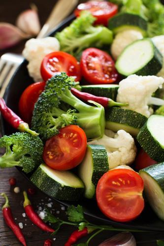 Frischgemüse schließen oben Gemüse Kräuter & Gewürze Essen Vegetarische Ernährung Diät Sommer Tisch Herbst Blatt Sammlung dunkel frisch natürlich grün Ackerbau