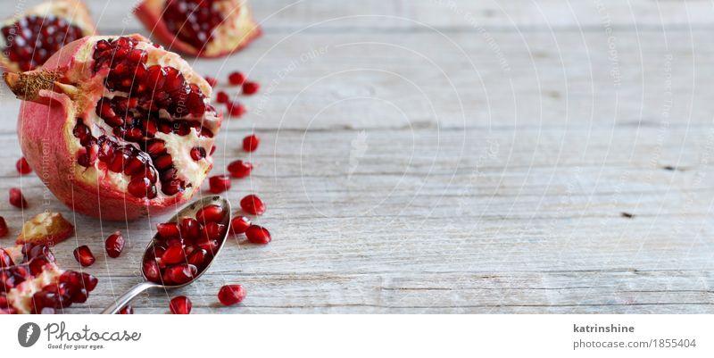 Öffnen Sie frischen reifen Granatapfel Frucht Ernährung Vegetarische Ernährung Diät Löffel exotisch Holz lecker saftig braun rot Ackerbau Antioxidans