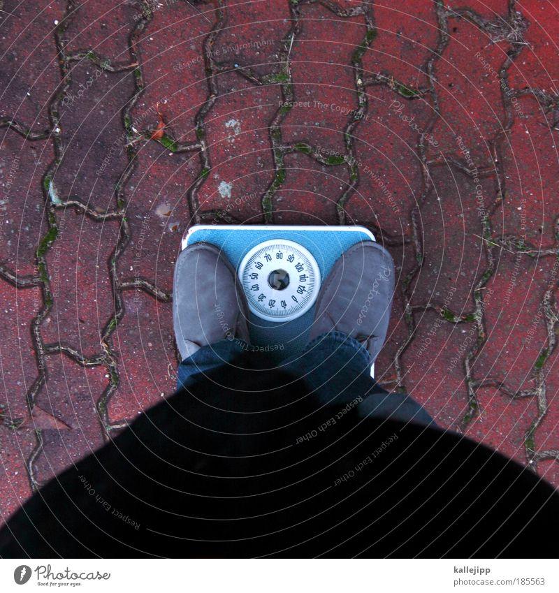 diätplan Mensch maskulin Mann Erwachsene Beine Fuß 1 Jeanshose Mantel Schuhe Diät alt Wachstum blau rot Laster Appetit & Hunger Durst Völlerei gefräßig