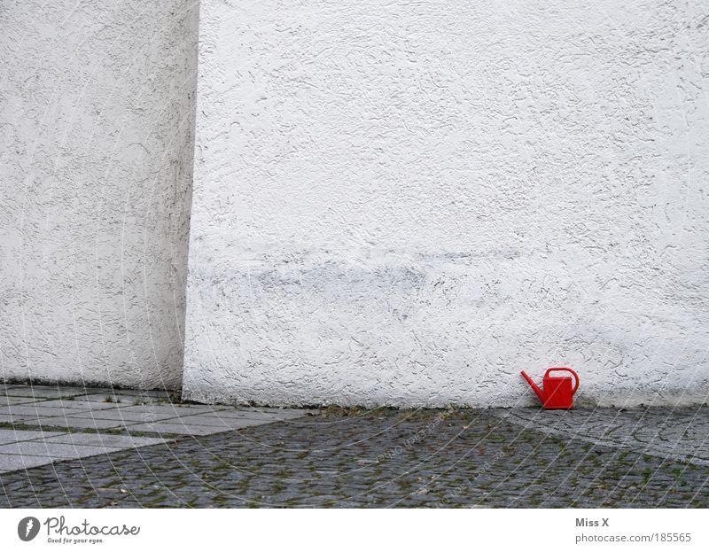 wo bitte gehts zum Garten Wasser rot Einsamkeit Haus Wand klein Wege & Pfade Mauer Wohnung Fassade groß außergewöhnlich Kirche Häusliches Leben unten