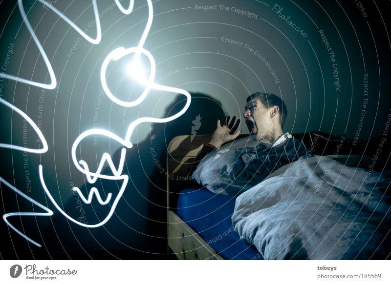 Albtraum Langzeitbelichtung Jugendliche dunkel Gefühle Tod träumen Traurigkeit Mensch Angst Blitzlichtaufnahme schlafen Trauer gefährlich gruselig Müdigkeit Mann