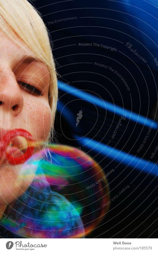 *Bubble* Frau Jugendliche Wasser schön blau rot Sommer Ferien & Urlaub & Reisen feminin träumen Farbstoff Mund blond Erwachsene fliegen frisch